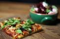 Mantarlı Pizza ve Pancar Salatası